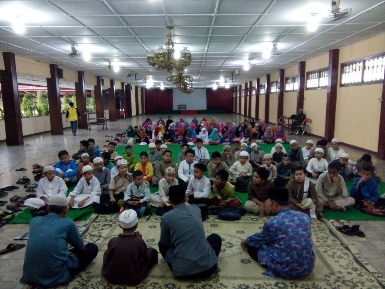 Bakti Sosial dan Buka Bersama SD Islam Diponegoro