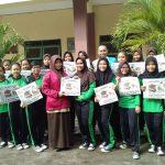 Peduli program Literasi Sekolah, SMA Islam Diponegoro Bagikan SOLOPOS Gratis kepada Siswi SMP/MTs dan Masyarakat Surakarta Pada Hari Kartini