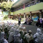 Stand Up Teacher Menghibur Peserta Upacara di Akhir Upacara 17 Agustus SMA Islam Diponegoro