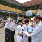 Trophy Kejuaraan Olimpiade INDOMIPA SMP Islam Dipongeoro diberikan di Hari Sumpah Pemuda