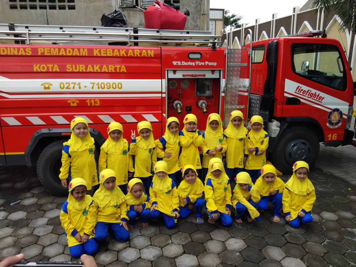 Paud Terpadu Islam Diponegoro  Perkenalkan Profesi Pemadam Kebakaran Pada Anak