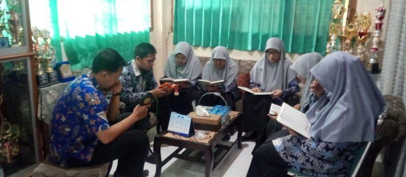 SMA ISLAM DIPONEGORO SURAKARTA CANANGKAN PROGRAM PEMBIASAAN MEMBACA AL-QUR'AN SEBELUM MENGAJAR UNTUK GURU & KARYAWAN